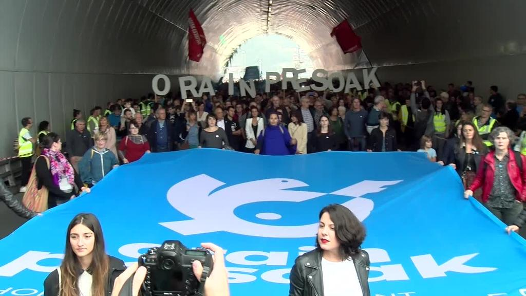 Manifestazio anitza eta jendetsua Orain Presoak antolatuta Donostian