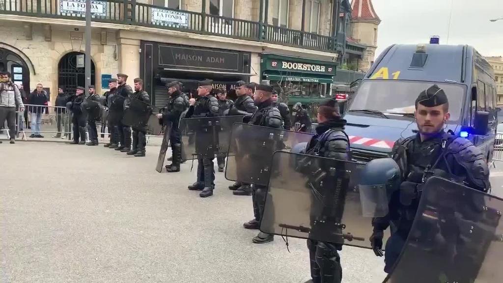 Protestak  Biarritzen G7-ko gailurra prestatzeko bileraren kontra
