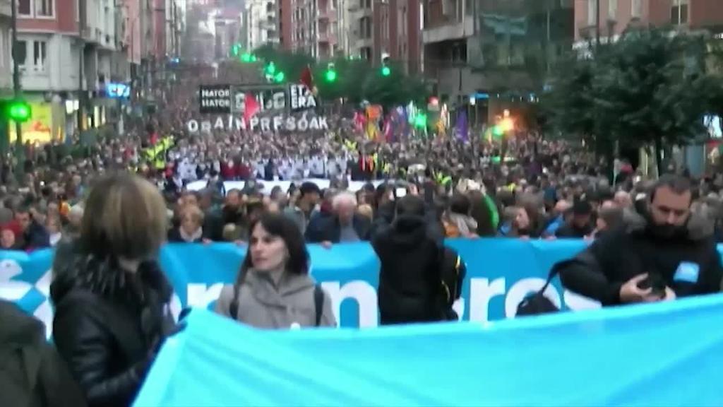 85000 pertsonek bat egin dute Baiona eta Bilbon euskal presoen eskubideen alde