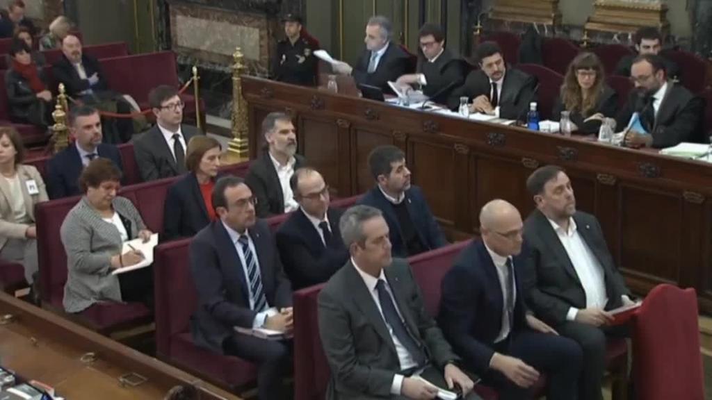 Hasi da preso politiko kataluniarren aurkako epaiketa