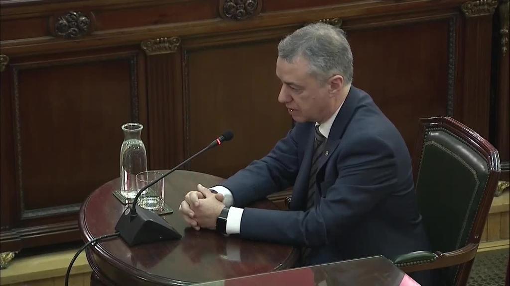 Puidgemont eta Rajoyren arteko bitartekaritza lanak egin zituela onartu du Urkulluk