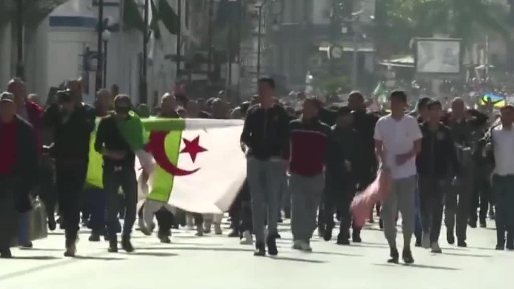 Bosgarrenez aurkeztuko da Bouteflika Algerian, protestei entzungor eginda