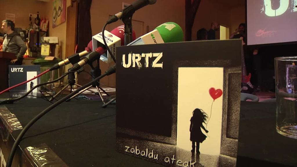 'Zabaldu ateak' zortzigarren diskoa aurkeztu du Urtz taldeak
