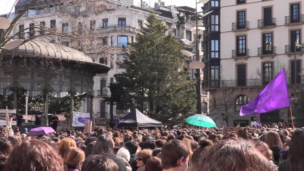 Emakume uholde batek hartu du Donostia Martxoaren 8ko mobilizazioetan