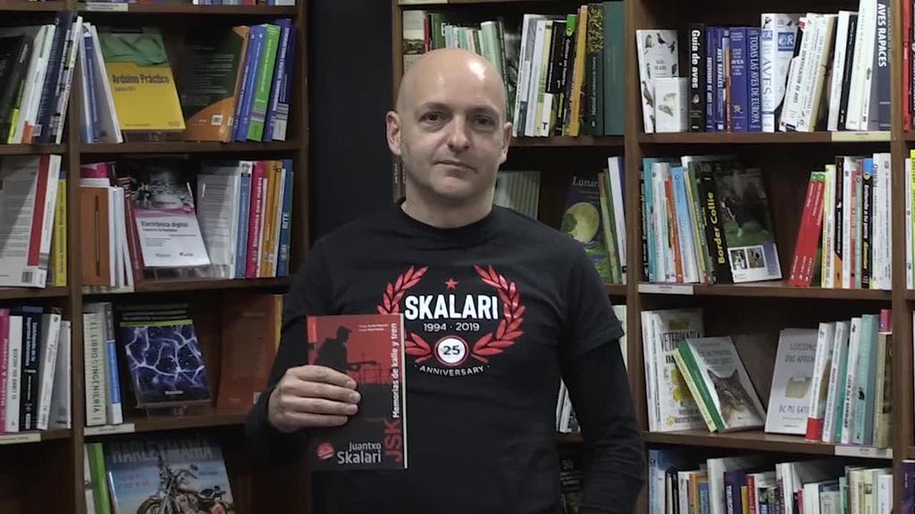 Juantxo Skalarik diska-liburua aurkeztu du