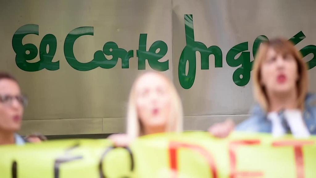 Iruñeko El Corte Ingles saltokiak bi langile modu bidegabean kaleratu dituztela salatu du LAB-ek