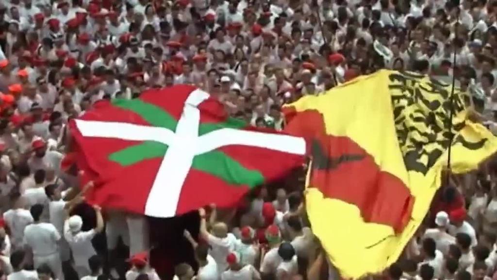 San Ferminetako txupinazoan banderak eta tamaina handiko oihalak sartzea debekatu du Enrique Mayak