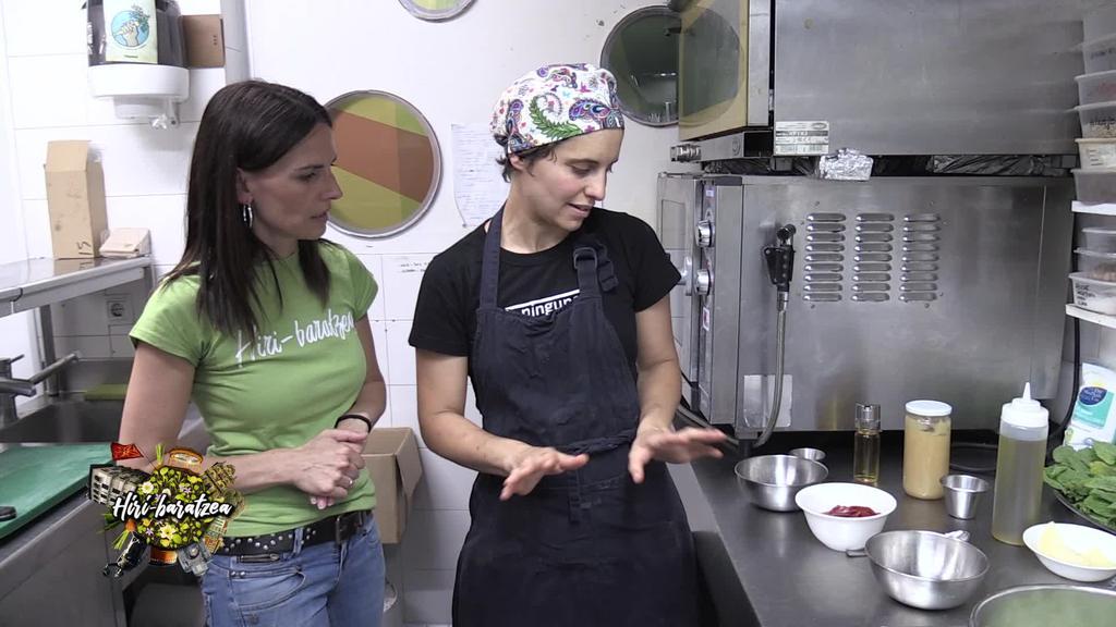 Hiri Baratzea: Azalorea landatu, tomatea jaso, katakraken errezeta eta lorontzietako uzta