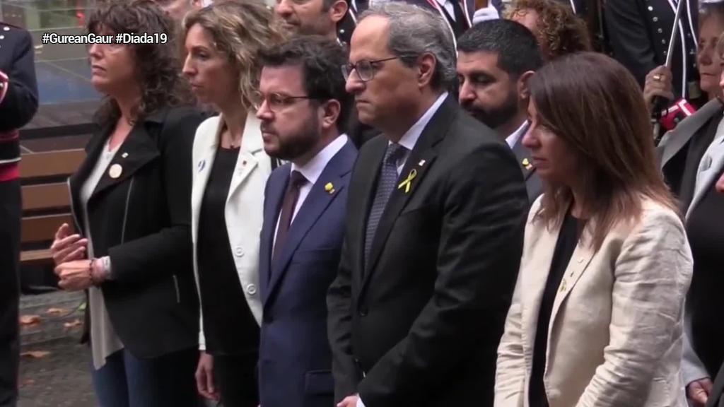 Kataluniako erakunde, alderdi eta eragilek Casanovari lore eskaintza eginez hasi dute #Diada19
