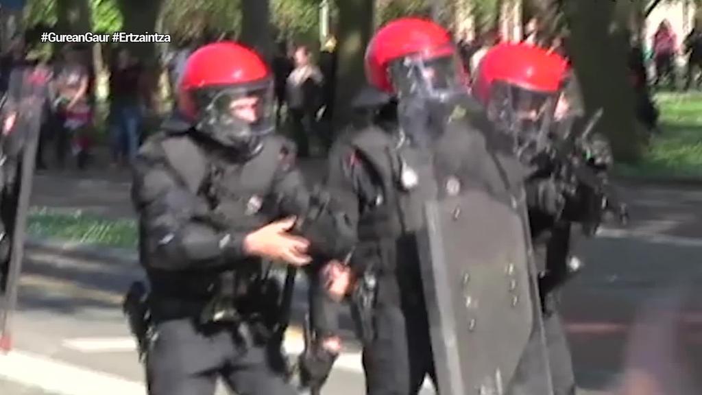 Ertzaintzak 371 foam-ezko bala jaurti zituen Vox-en ekitaldia defendatzeko egin zuen kargan
