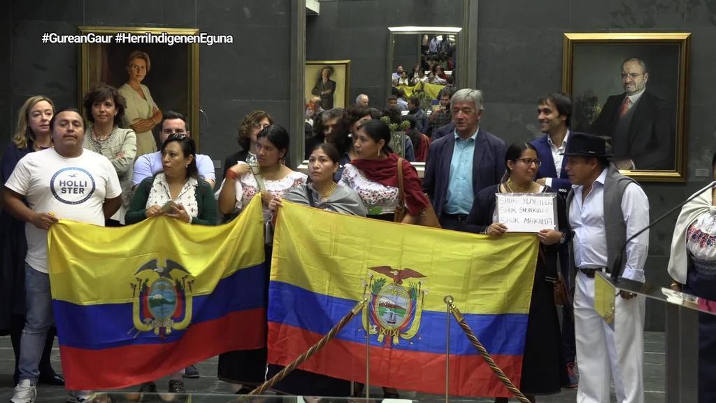 Nafarroako parlamentuak harrera egin die bertan bizi diren zenbait indigena elkarteetako kideei