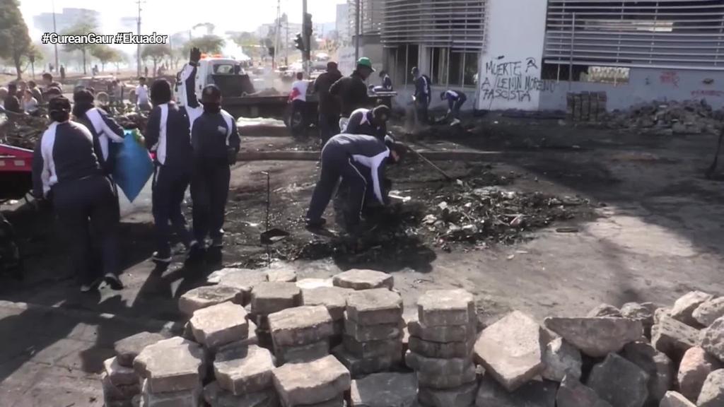 Protestek utzitako kalteak konpontzen ari dira ekuadortarrak