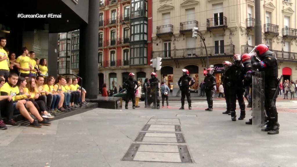 Ernaik protestak egin ditu Bilbon, Gasteizen eta Donostian, Kataluniaren alde