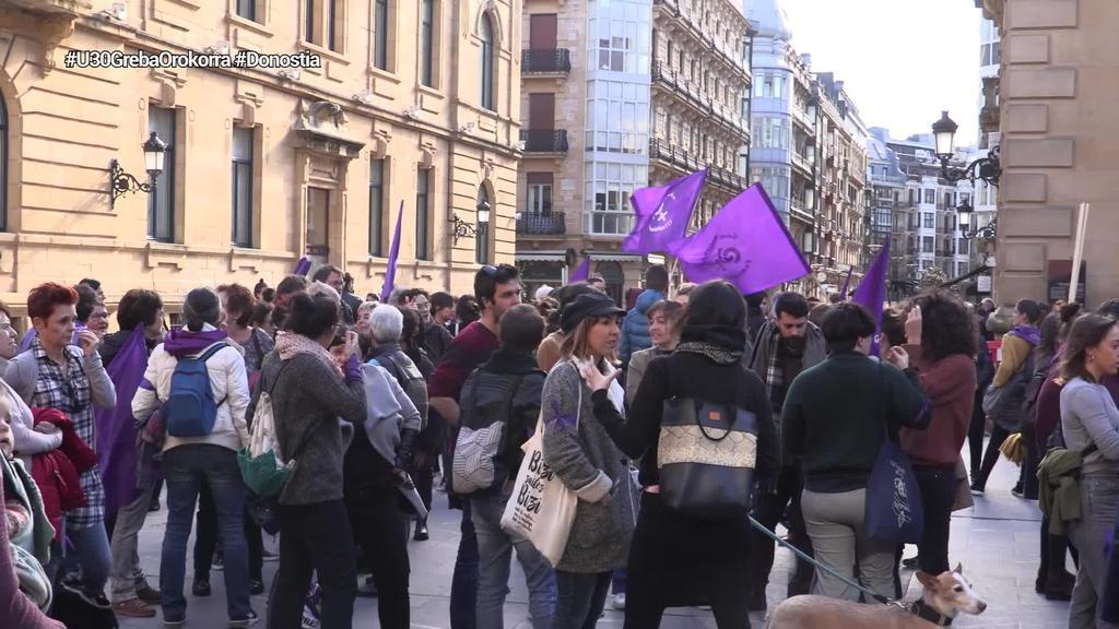 Emakumeen prekarietatea salatu du mugimendu feministak Donostian