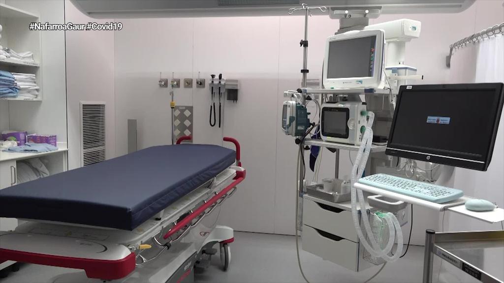 Unai Hualde Nafarroako Parlamentuko presidentea, Tomas Belzunegi medikua eta Mikel Barberena irakaslea
