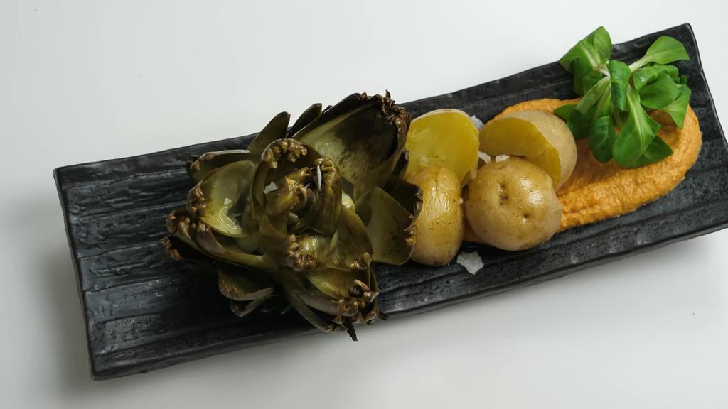 Errezeta beganoa I Mikrouhinean egindako patata eta orburuak romesko saltsarekin