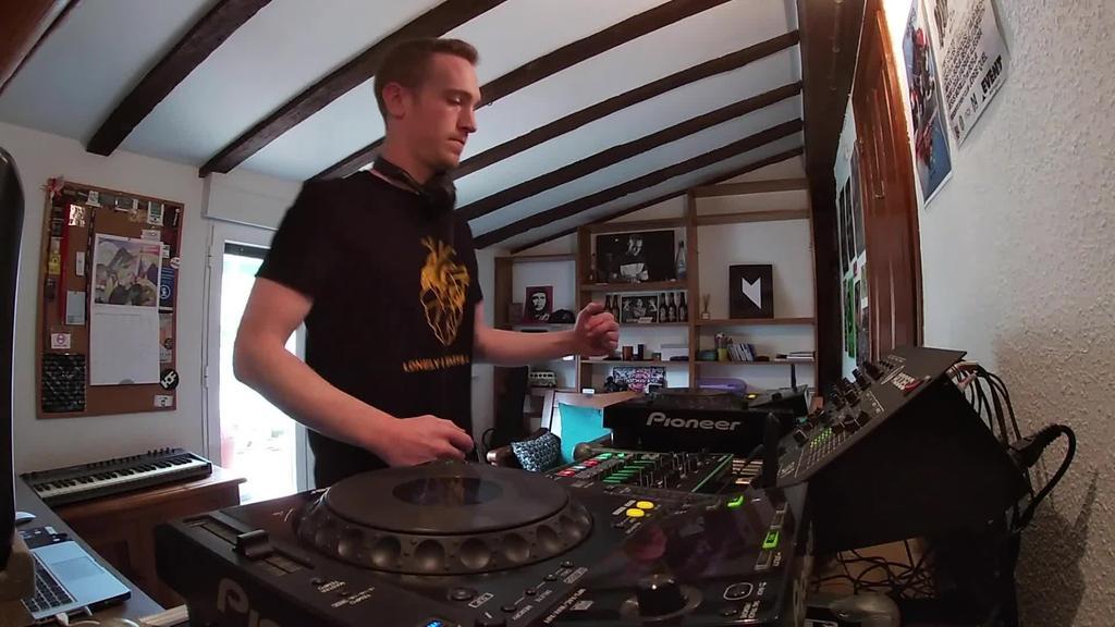 Etxeko sessions | Adrian Alegria
