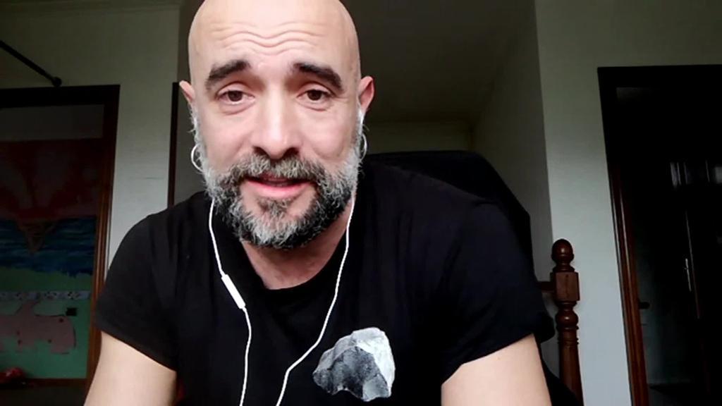 """Iñaki Ziarrusta (Atx teatroa): """"Kultura da gizarte bat eraldatzeko potentzial handia duena, ez ekonomia""""."""