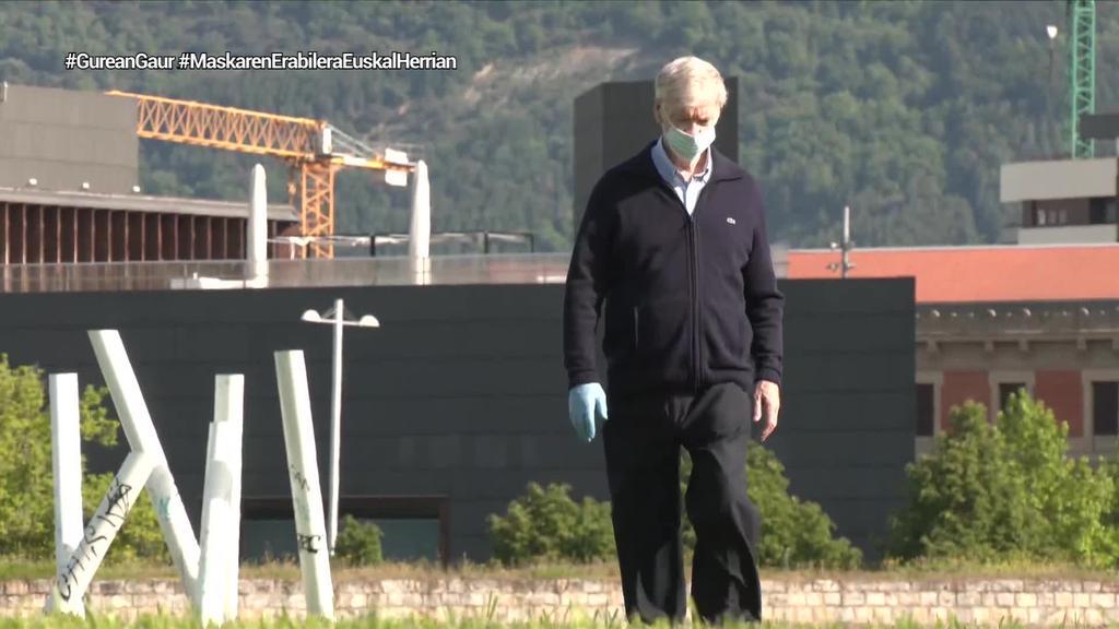 Derrigorrezkoa da Hego Euskal Herriko leku publikoetan maskarak erabiltzea