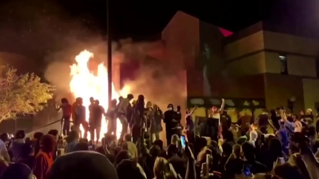 Zazpigarren egunez jarraian, protestek aurrera jarraitzen dute AEBtan