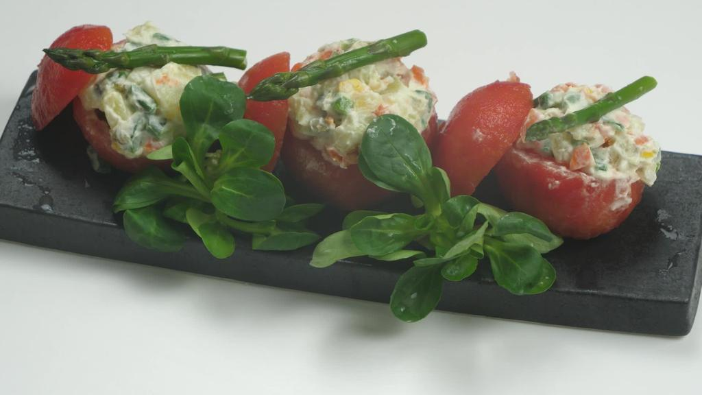 Errezeta beganoa I Entsaladilaz beteriko tomateak