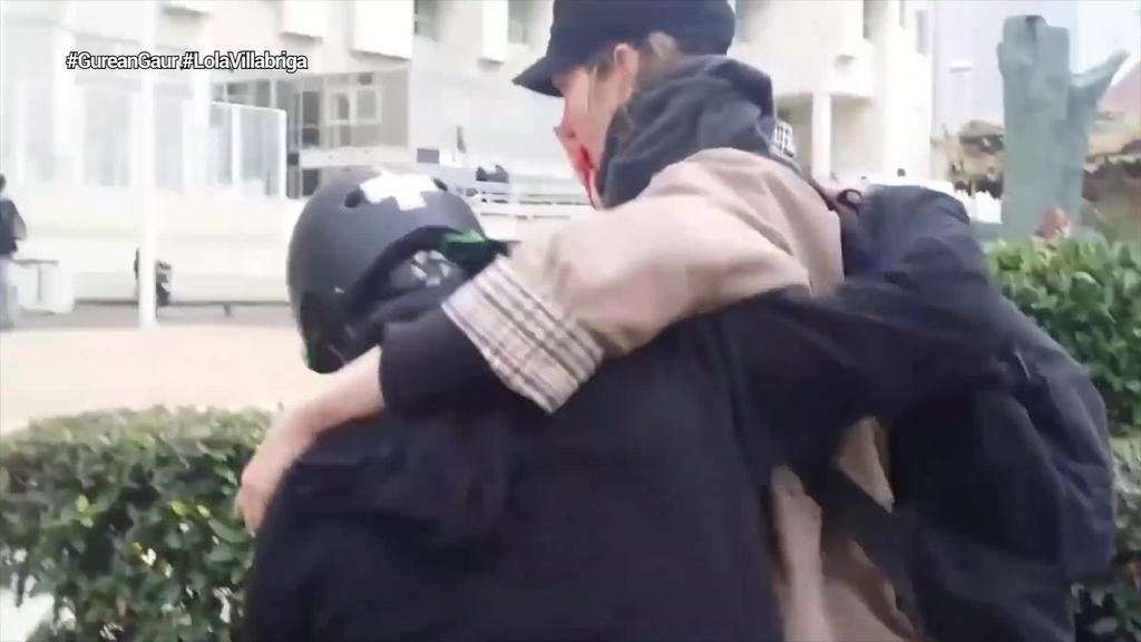 1.350 euroko isuna ezarri diote G7aren aurkako protestetan Lola Villabriga gazteari aurpegia desitxuratu zion poliziari