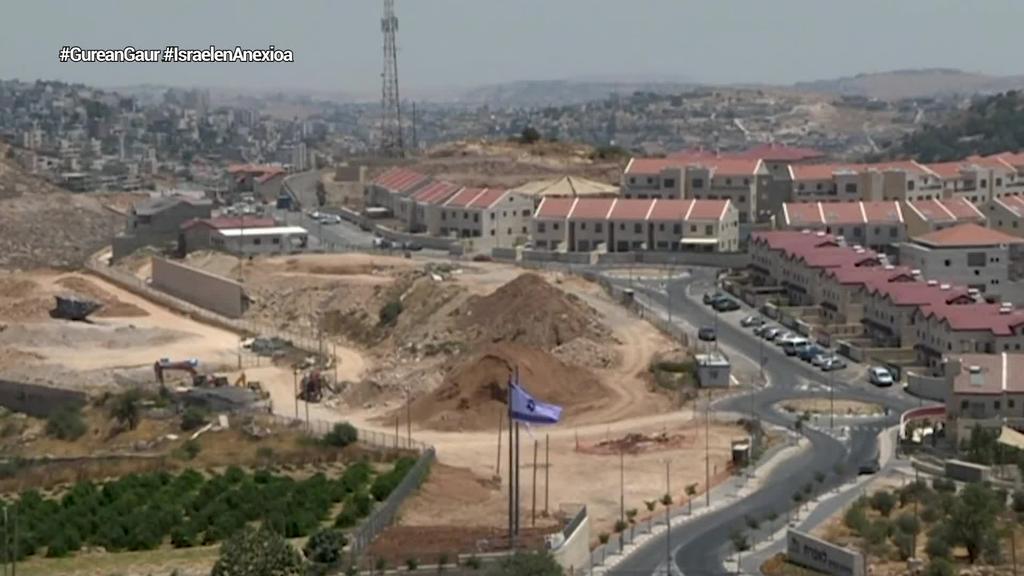 Zisjordaniaren zati bat anexionatzeko Israelen plana atzeratzea erabaki dute