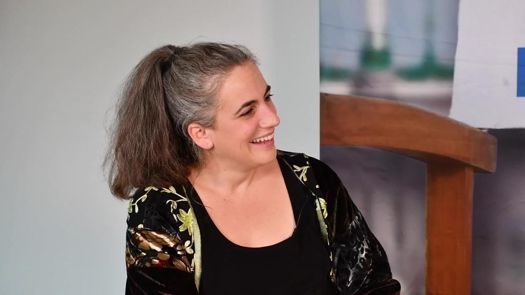 Lara Izagirre 'Nora' filmaren egileari elkarrizketa