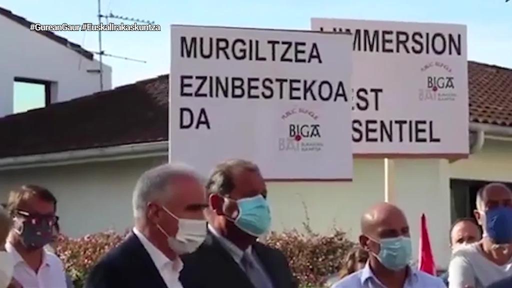 Euskarazko murgiltze eredua eteteko arrazoia ezagutu nahi du euskal ordezkaritzak