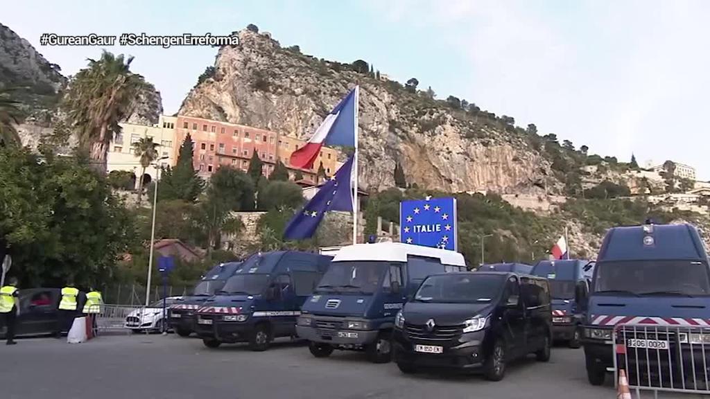 Macronek Alemaniaren eta Bruselaren babesa lortu du Schengen eremua eraldatzeko