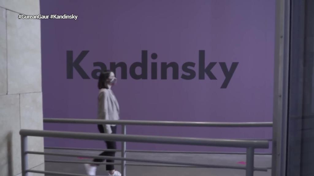 Kandinsky-ren ibilbidea islatzen duen erakusketa jarri du ikusgai Bilboko Guggenheim museoak