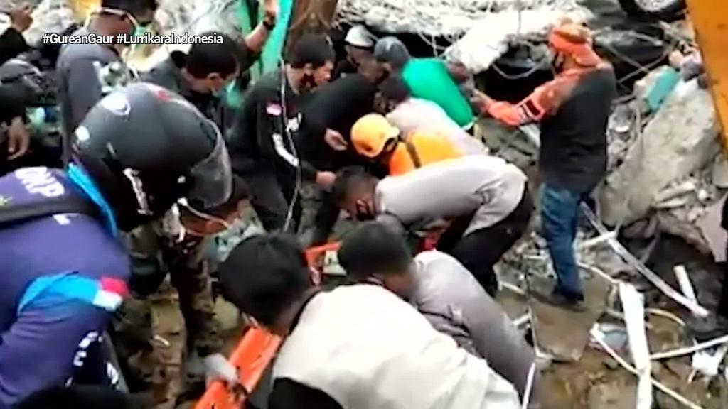 Gutxienez 34 pertsona hil eta 637 zauritu dira Indonesian, 6,2 graduko lurrikara baten ondorioz
