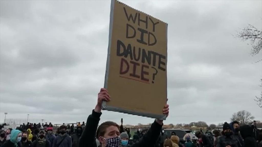 Ehunka manifestari irten dira kalera Mineapolisen Wrighten hilketa salatzeko