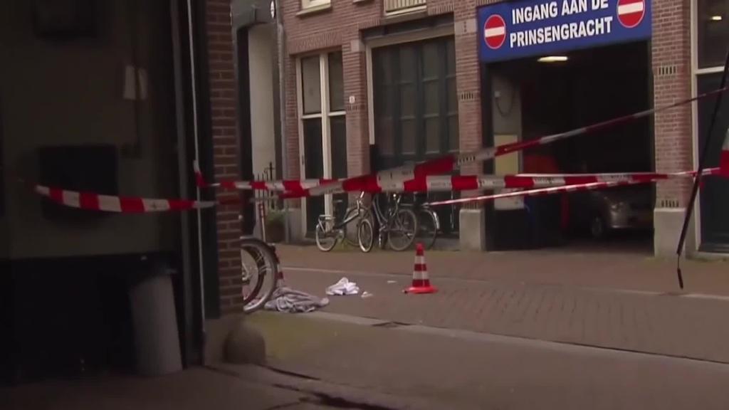 Larri ospitaleratuta jarraitzen du Amsterdamen tirokatutako kazetariak