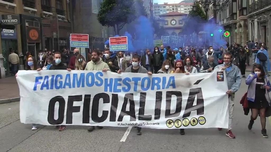 30.000 pertsona baino gehiagok asturieraren ofizialtasuna aldarrikatu dute Oviedon