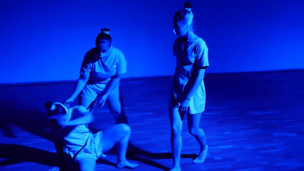 Klik batean | Mugimendu eta dantza