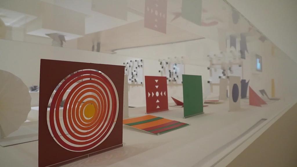 Emakumezko artista abstraktuak bistaratu ditu Bilboko Guggenheim museoak
